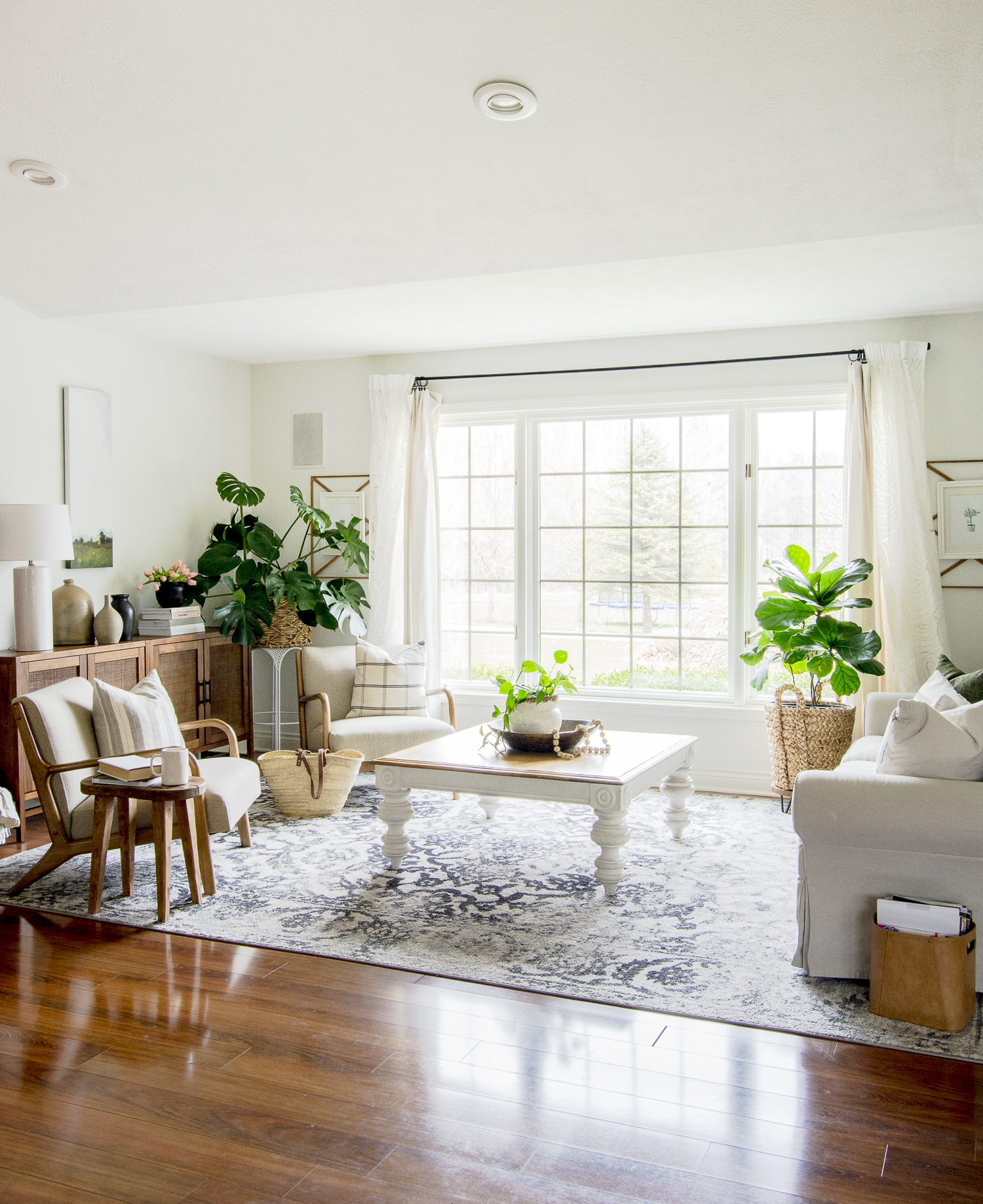 Modern farmhouse living room.