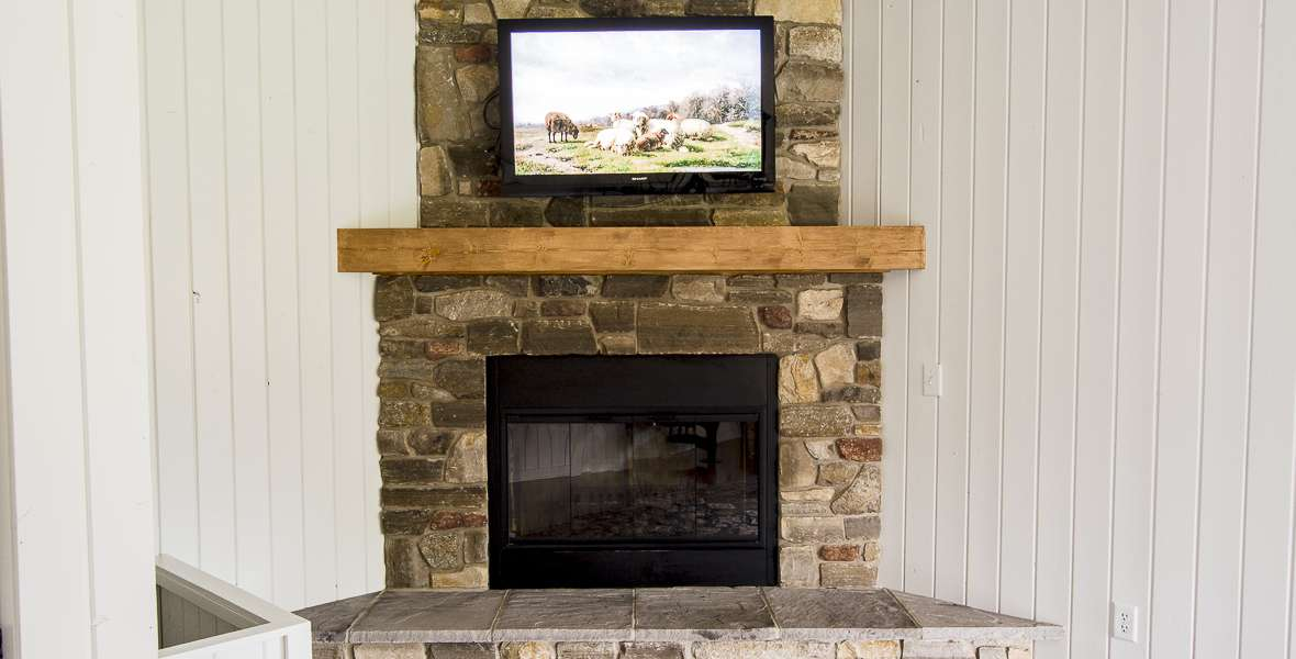 Fireplaces are an amazing asset in a home, but an outdated design can detract from a space. Here are some easy updates for fireplace makeovers on a budget!
