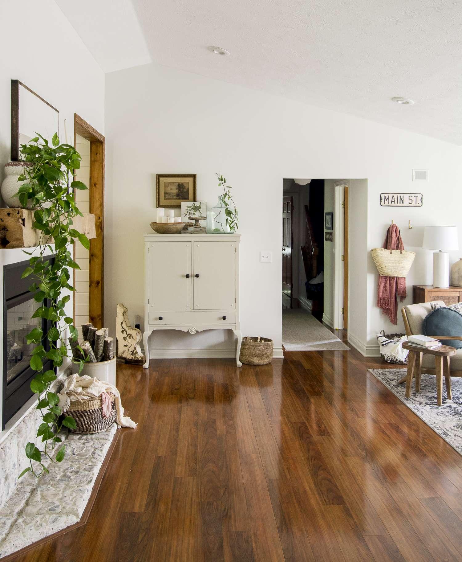 Summer living room decor ideas.