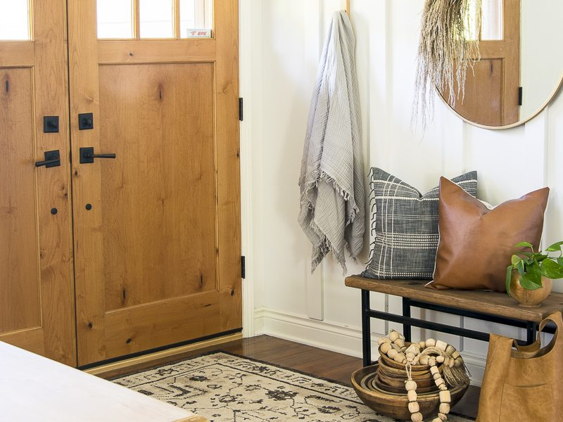 Neutral Fall Decor Ideas for the Entryway