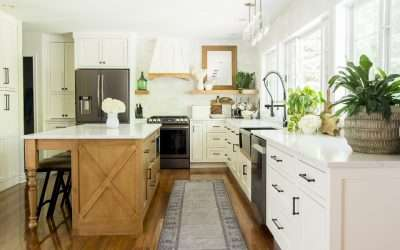 Getting the modern farmhouse kitchen style is easier than you think! Learn how to combine modern and farmhouse styles into your kitchen!