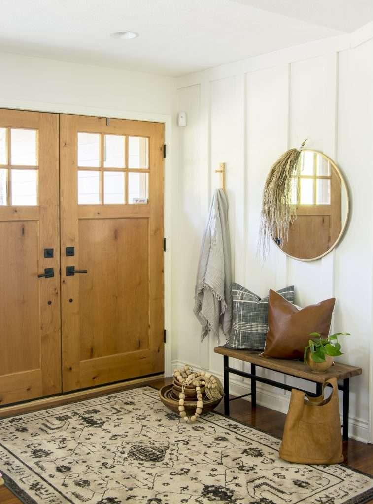 Neutral fall decor entryway ideas.