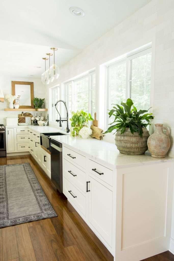 Kitchen decor elements.