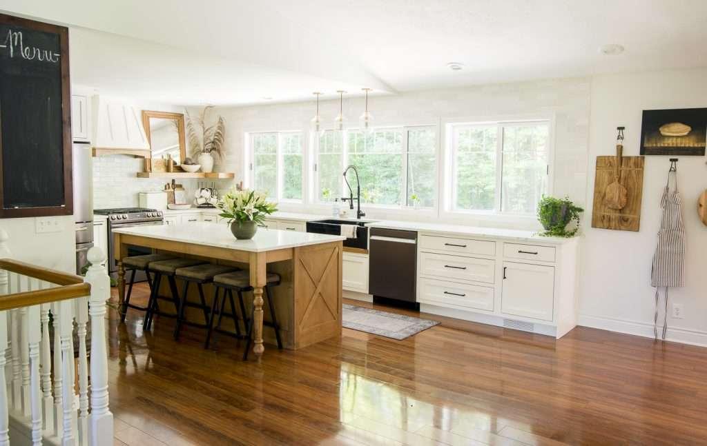 While I love vibrant fall colors, I lean towards neutral fall decorating ideas! See how I styled my fall farmhouse kitchen decor!