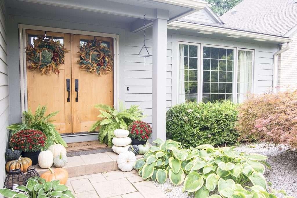 Fall porch decor ideas.
