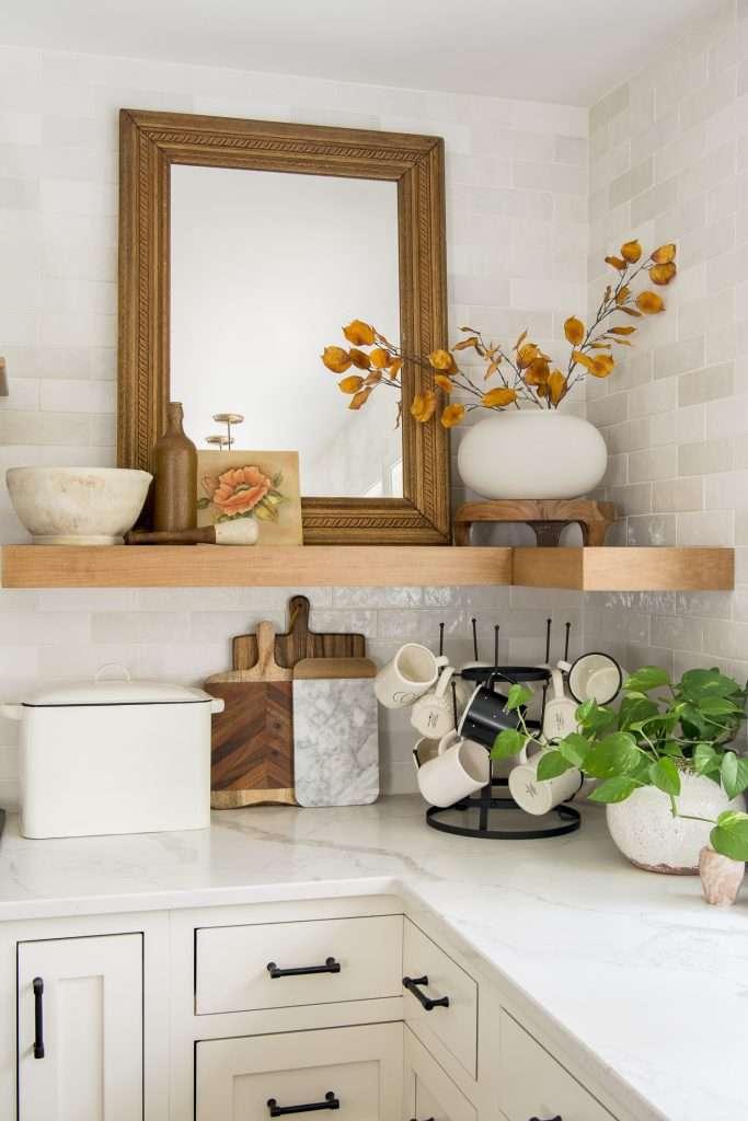 Fall kitchen shelf styling.