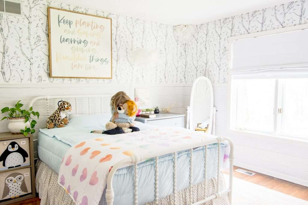 Little girls room with roman shades