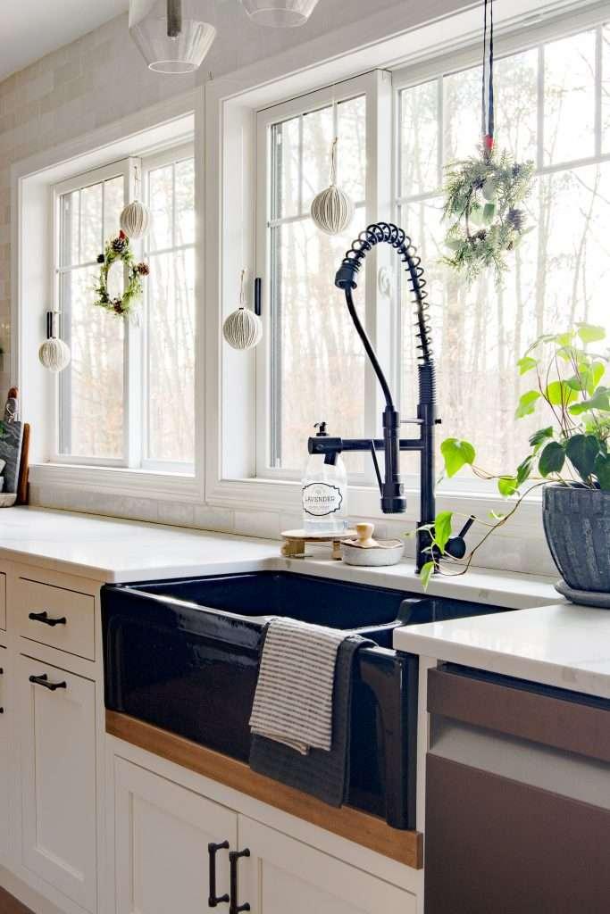 Kitchen sink decorations