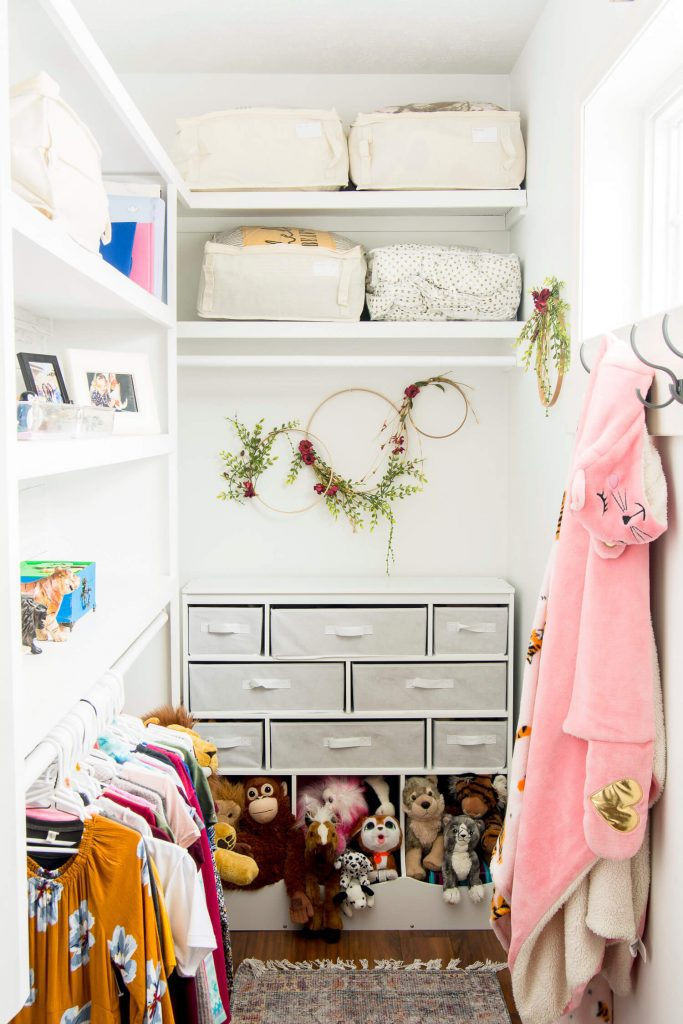 kid friendly closet organization tips.