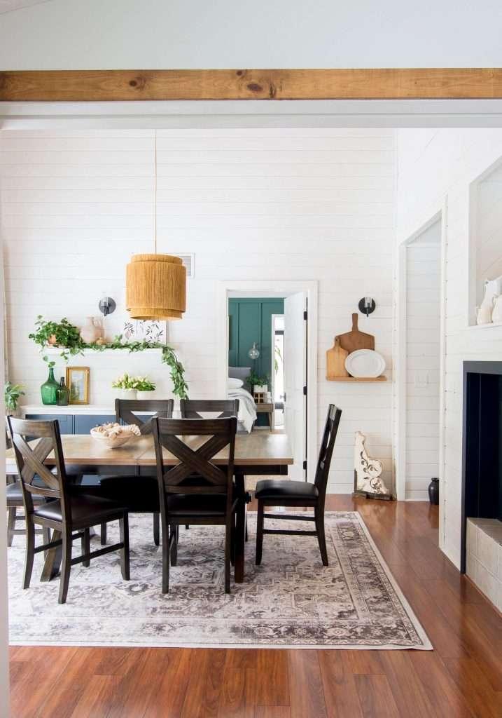 Modern farmhouse spring dining room.