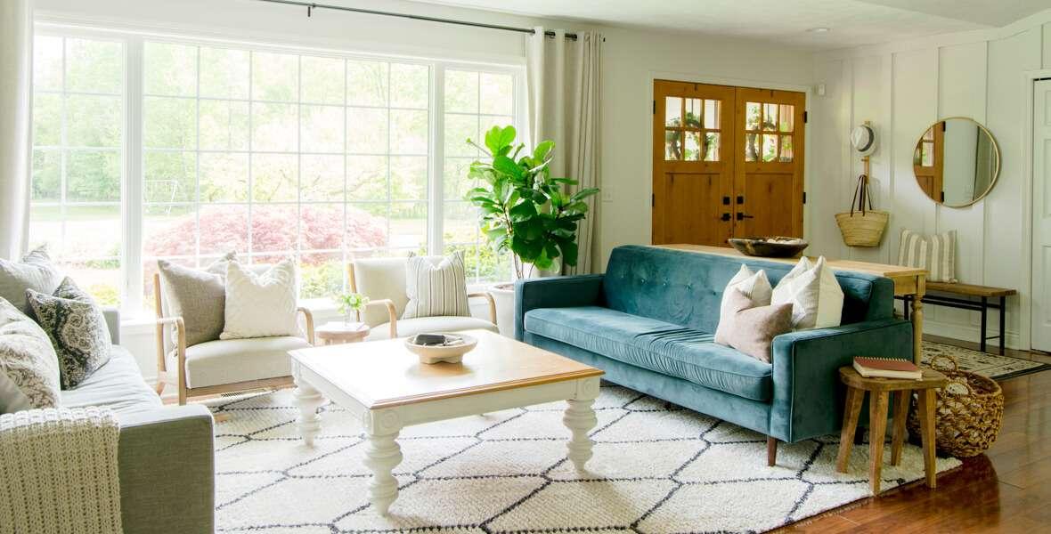 Organic modern living room design.