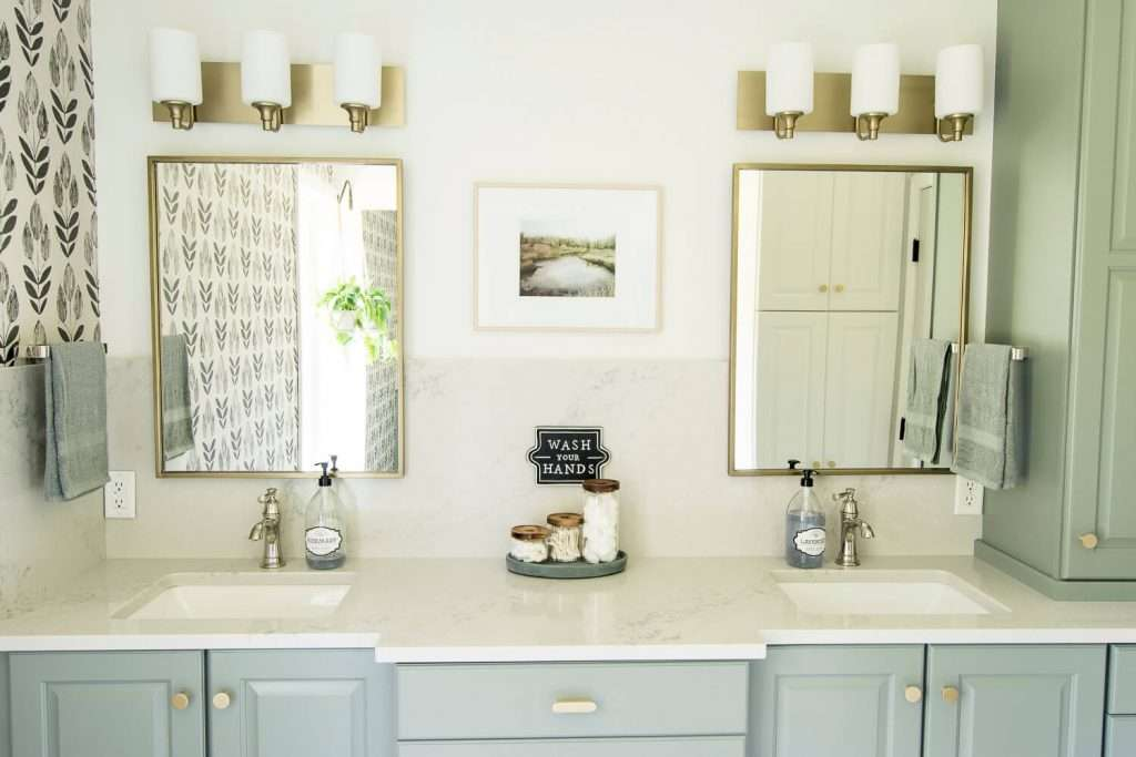 Double sinks in a guest bathroom