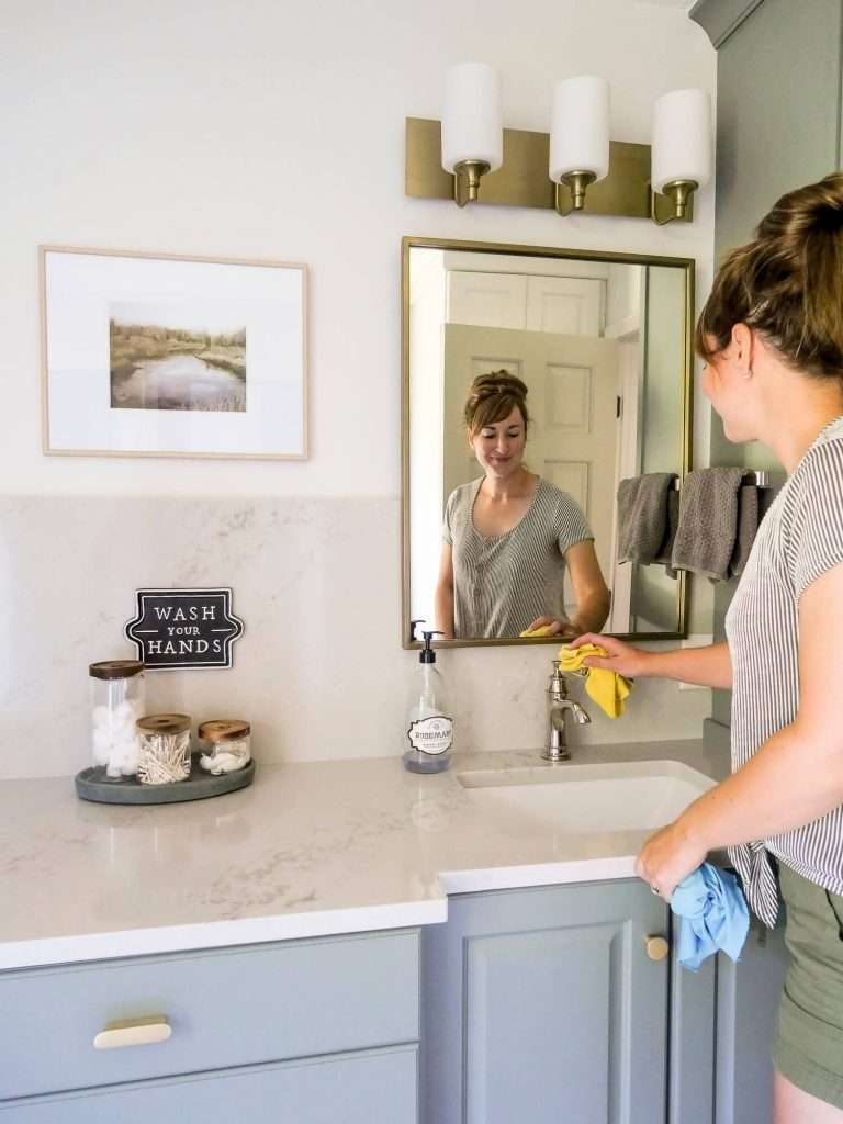 Cleaning a bathroom with ecloths