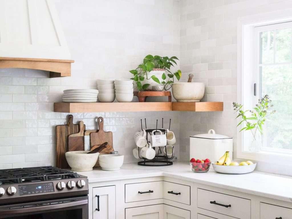 Kitchen shelf with fruit
