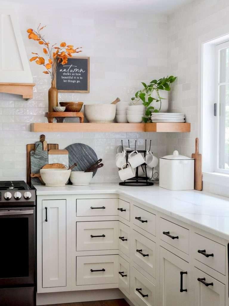Budget friendly farmhouse kitchen decor ideas.