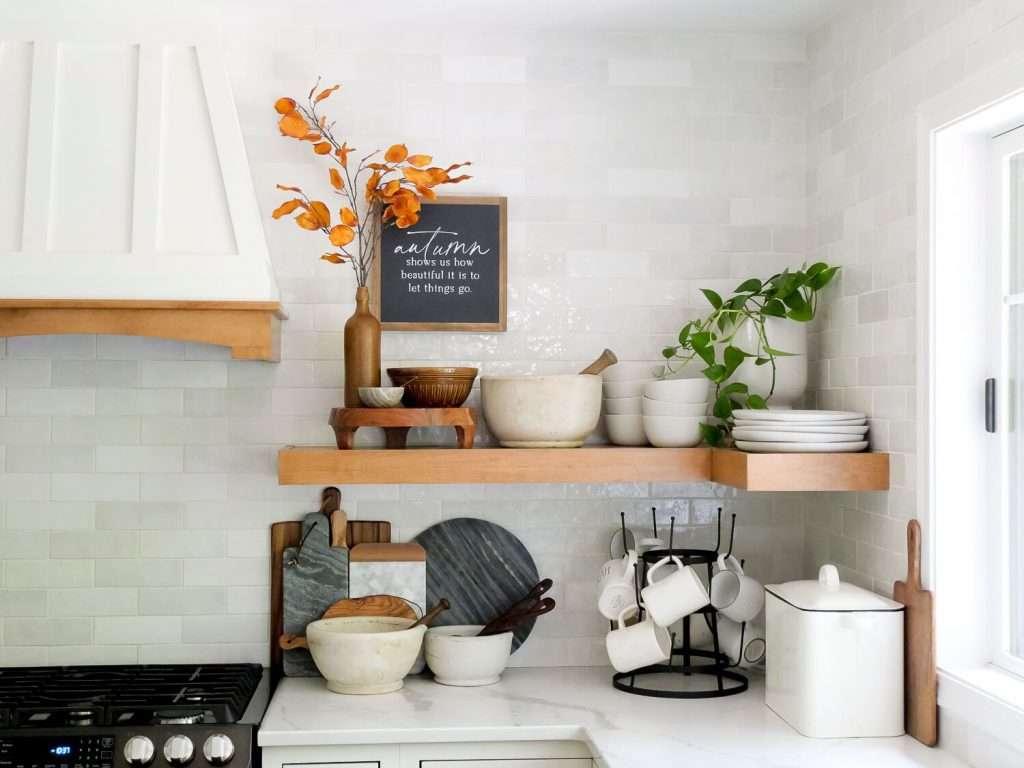 Farmhouse kitchen decor ideas on a budget.